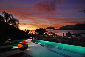 barra-do-piuva-porto-hotel-piscina-entardecer-ilhabela