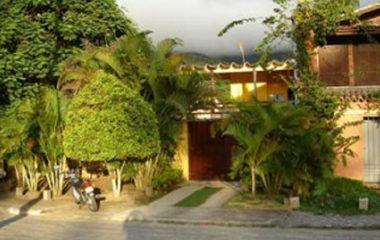 Casa perto da praia do Pequeá