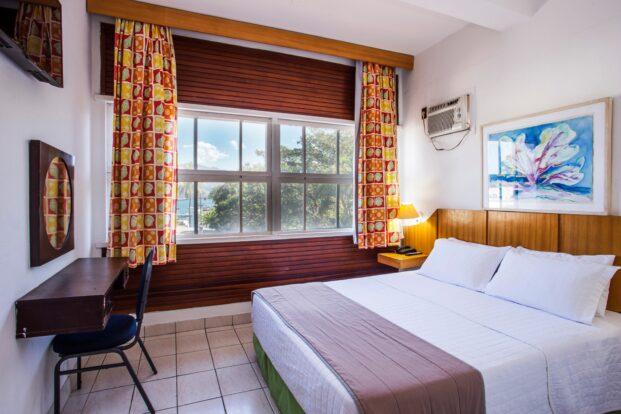 Hotel Ilhabela - Piscina com vista para o mar perto da Vila