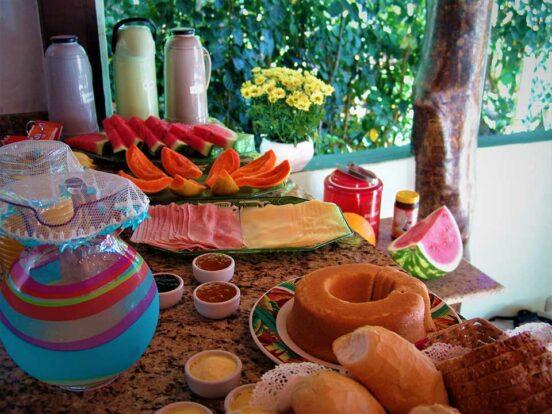 Ilhabela - Café da Manhã Pousada Banana Verde - Ilhabela.com.br