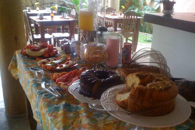Pousada Atiaia - Café da manhã - Portal Ilhabela.com.br