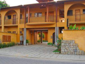pousada-casa-amarela-ilhabela-fachada