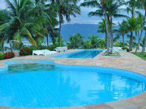 pousada-casa-amarela-ilhabela-piscinas