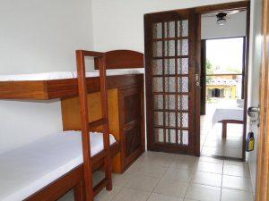 pousada-casa-amarela-ilhabela-suite-beliche