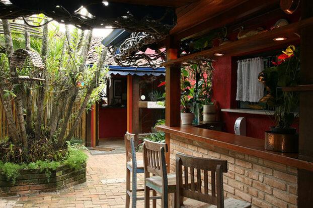 Pousada dos Hibiscos - Bar - Portal Ilhabela.com.br