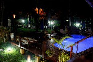 pousada-villa-nina-piscina-noite-ilhabela