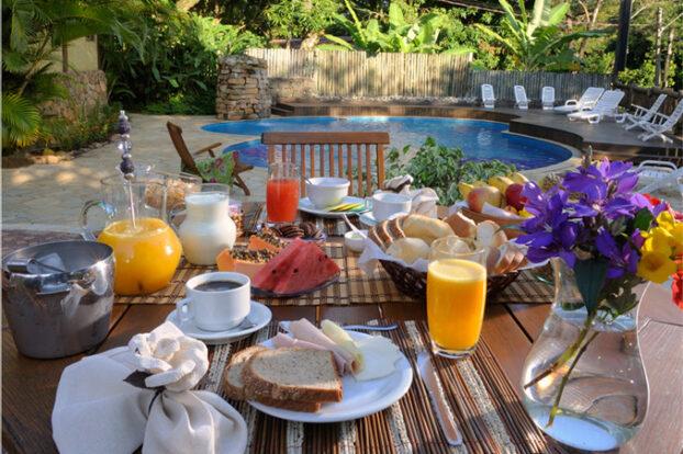 Pousada Villaggio Assis - Café da manhã - Portal Ilhabela.com.br