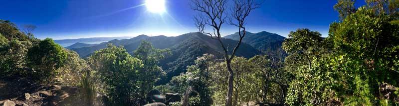 Vista das montanhas do sul da ilha - Trilha do Baepi - Ilhabela - Por Elas Mundo Afora