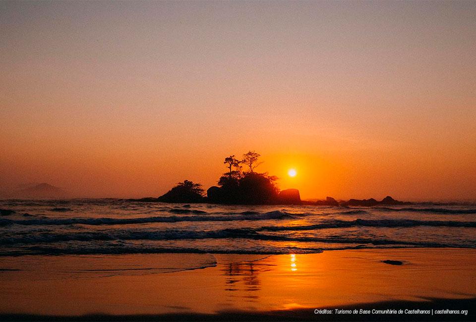 Nascer do Sol na Praia de Castelhanos - Ilhabela - Turismo de Base Comunitária Castelhanos