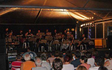 Orquestra Popular de Ilhabela dá show no lançamento de seu 1º CD