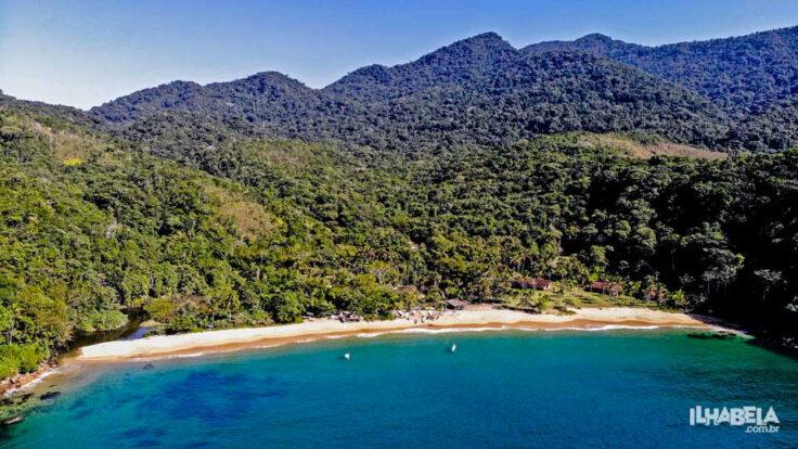 Vista aérea da Praia Vermelha Ilhabela