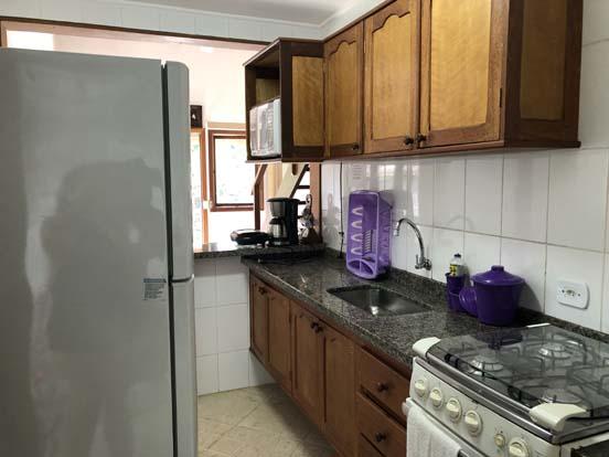 Cozinha equipada para suas férias em Ilhabela - Chalés Família Reis