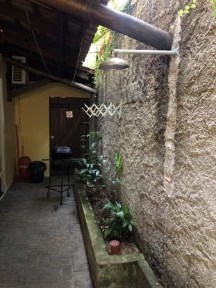 Churrasqueira para uso dos hóspedes do Chalé Família Reis em Ilhabela