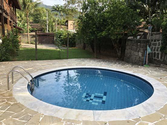 Chalé com piscina em Ilhabela Chalés com garagem em Ilhabela - Chalés Família Reis