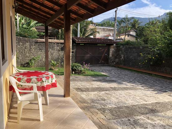 Chalés com garagem em Ilhabela - Chalés Família Reis