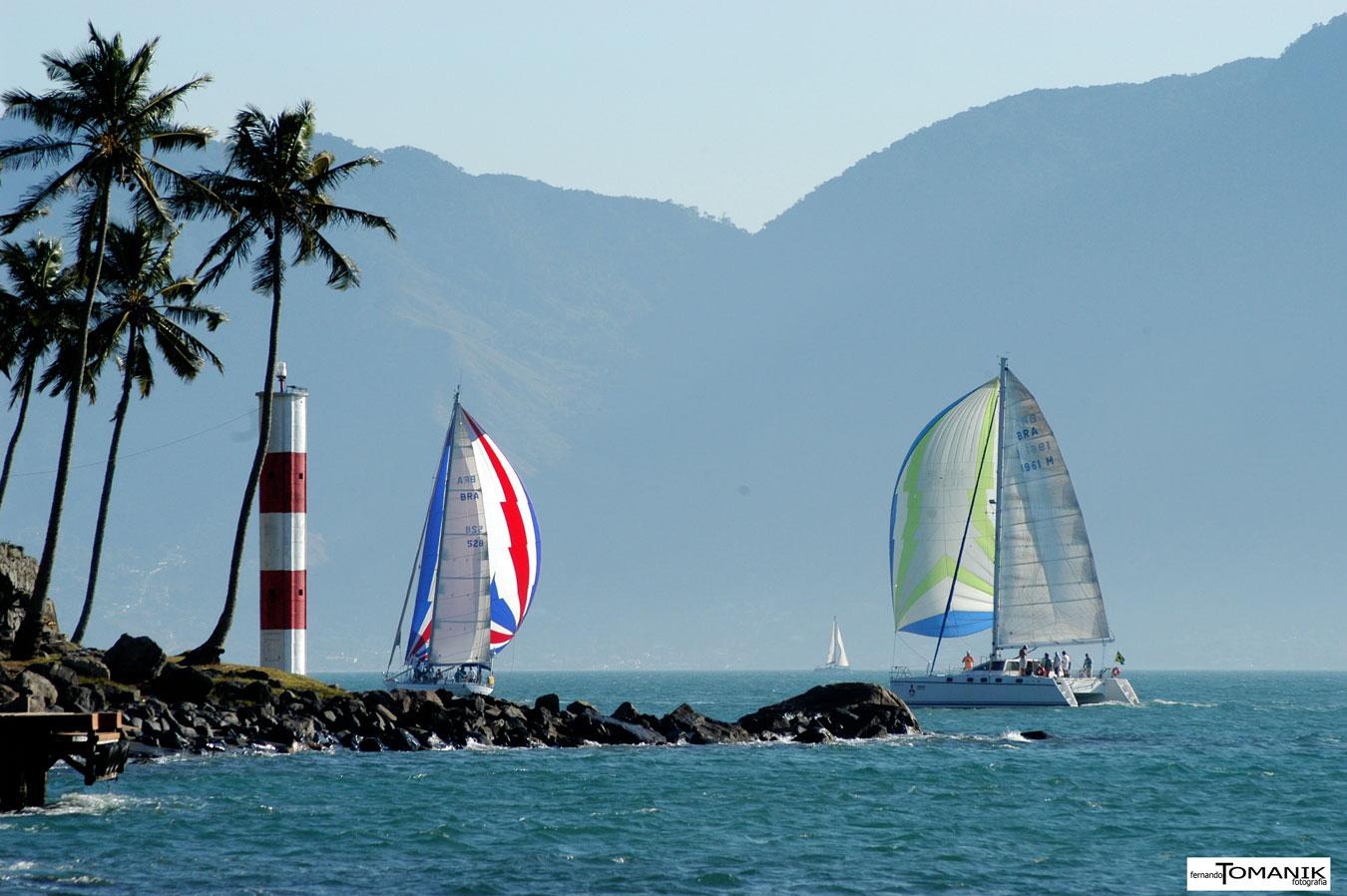 Veleiros na Ponta das Canas - Ilhabela (foto: Fernando Tomanik)