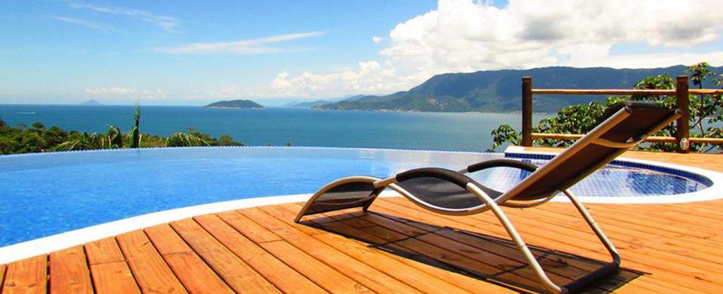 Bangalô Ilhabela - Vista da piscina - Portal Ilhabela.com.br