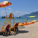 Cadeiras anfíbias para banhistas em Ilhabela