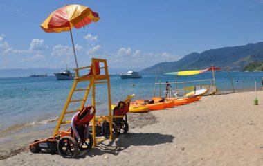 Banho de mar também para pessoas com deficiência