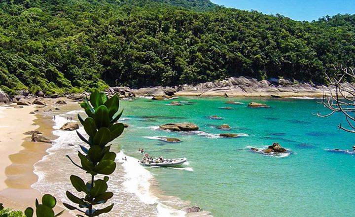 Praia da Caveira - Praia deserta em Ilhabela