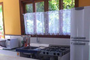 chale-corais-da-ilha-cozinha-ilhabela