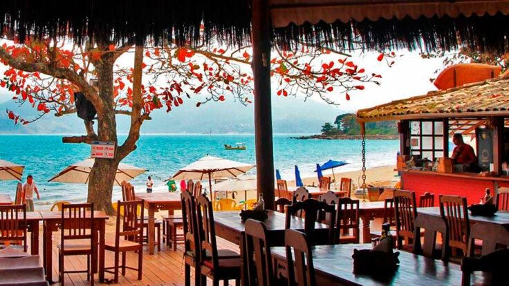 Comandante Adriano - Restaurante em Ilhabela - Quiosque pé na areia na Praia do Curral