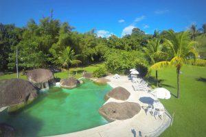 pousada-caravela-bromelias-e-camping-ilhabela-piscina-natural