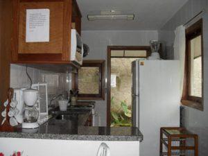 chale-familia-reis-cozinha-ilhabela
