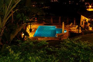 mira-ilha-pousada-e-chales-piscina-noturna-ilhabela