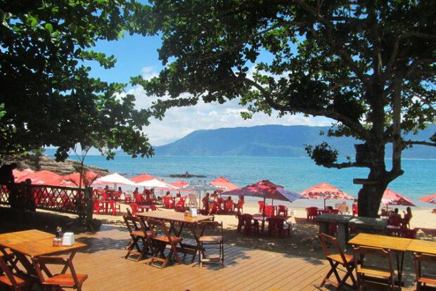 Comandante Adriano Bar e Restaurante - Praia do Curral em Ilhabela