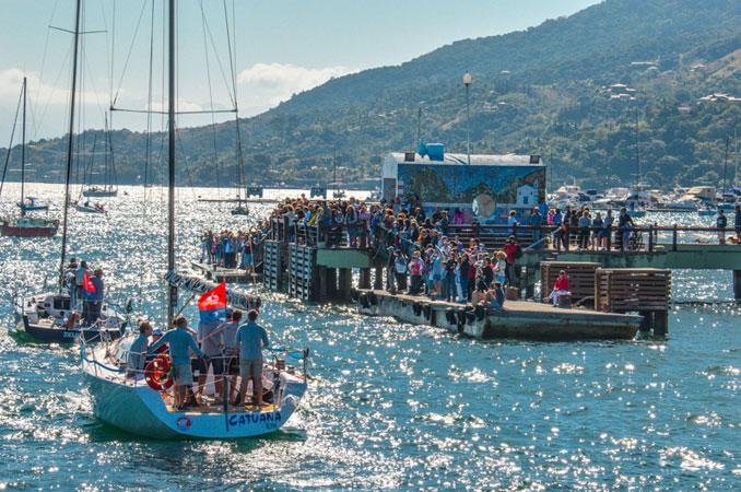 Desfile de veleiros na Semana de Vela de Ilhabela (foto: Kiko Moura B1DMKT)