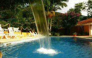 ilhasol-hotel-pousada-ilhabela-piscina-cascata