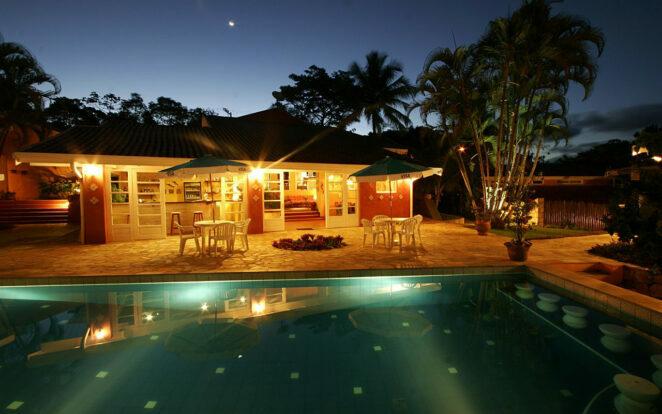 Piscina à noite - Ilhasol Hotel Pousada - Ilhabela