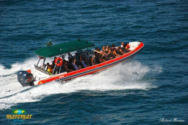 Passeio de barco Flexboat em Ilhabela - Maremar Turismo