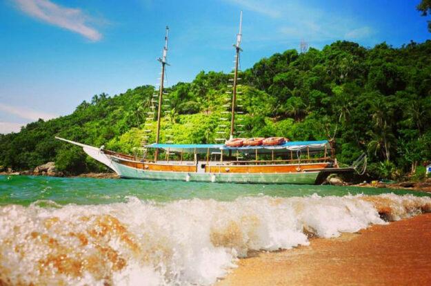 Passeio de Escuna em Ilhabela - Maremar Turismo