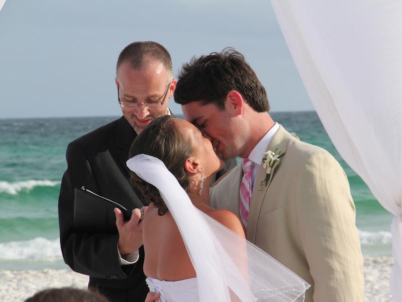 Pode beijar a noiva (Imagem: Matthew Hurst/Flickr) - Casamento em Ilhabela