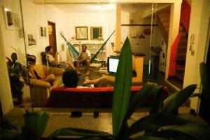 hostel-central-ilhabela-area-comum