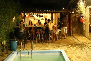 hostel-central-ilhabela-piscina