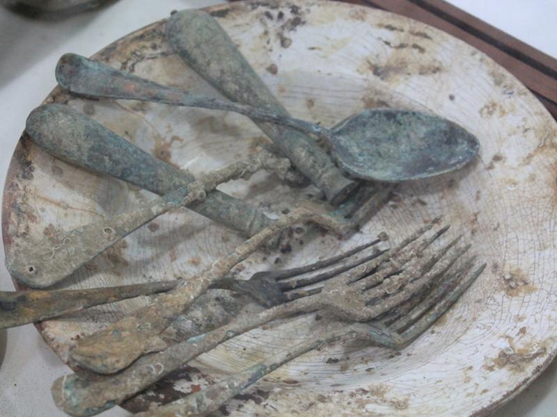 Talheres coletados de naufrágios (Imagem: Arquivo Pessoal/Alessandra Stefani)