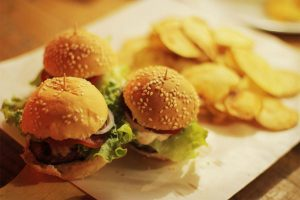 mini-burger-bellabar-ilhabela
