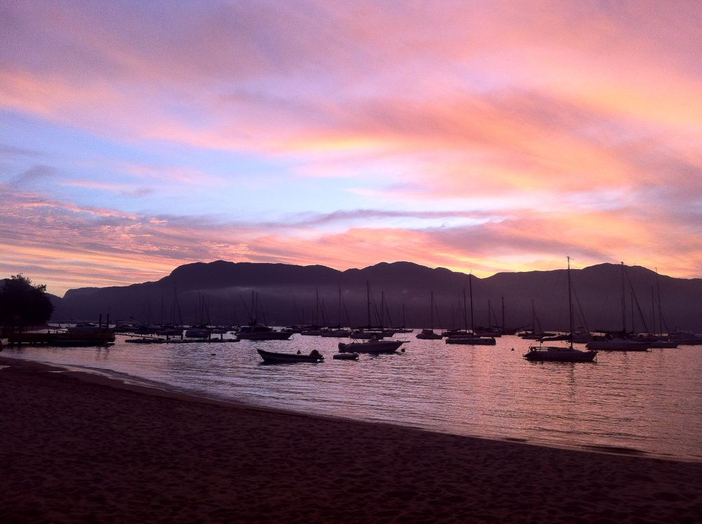 Pôr do sol na Praia do Saco da Capela (Imagem: Cristina Morgato)
