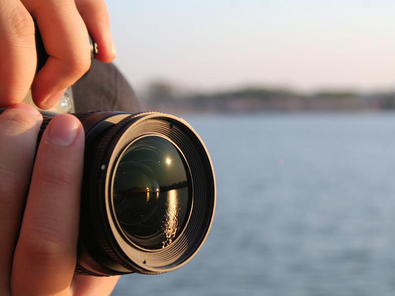 Fotografando (Imagem: Flickr/Ben Stephenson)