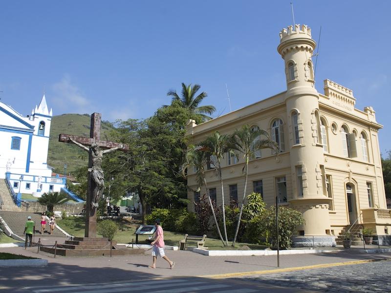 Igreja Matriz e antiga cadeia de Ilhabela (Imagem: Arquivo Pessoal/Alessandra Stefani)