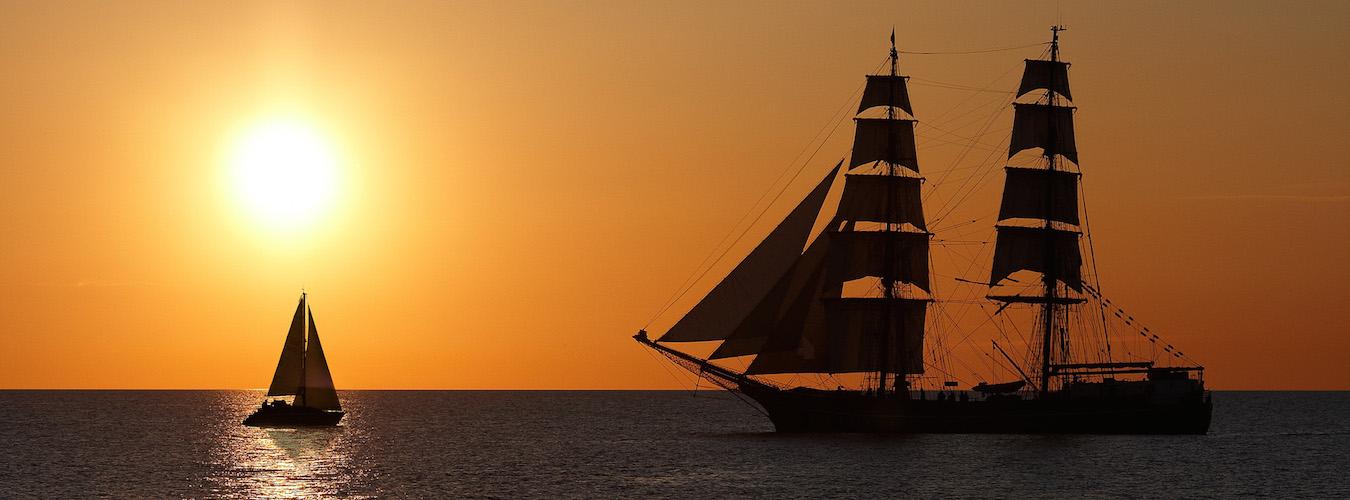 Velejando em alto mar (Imagem: Wikimedia Commons/*Light Painting*)
