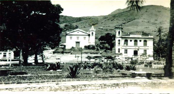 Vista Praça Coronel Julião de Moura Negrão antigamente (Acervo Prefeitura de Ilhabela/Secretaria Municipal de Cultura)