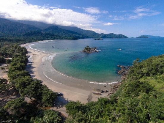Praia de Castelhanos vista do alto (imagem: Marco Yamin)