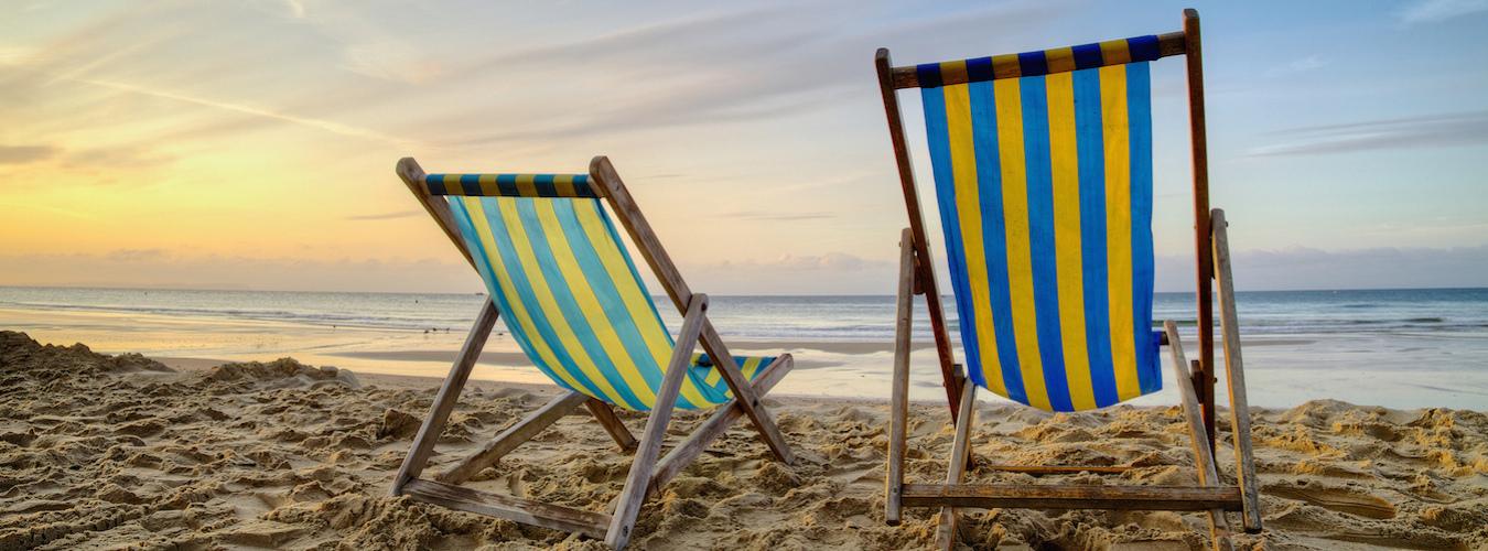 Cadeiras na praia (Imagem: Flickr/Richard Walker)