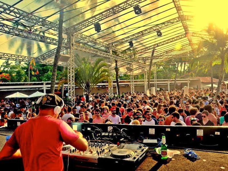 DJ tocando no Sea Club (Imagem: Divulgação/Sea Club)