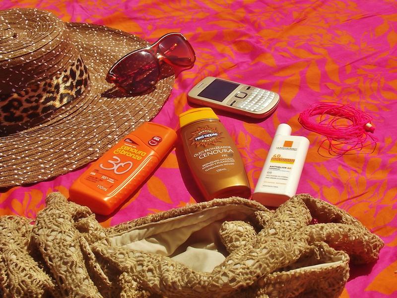 Kit pra se proteger do sol no verão (Imagem: Flickr/Shélin Graziela)