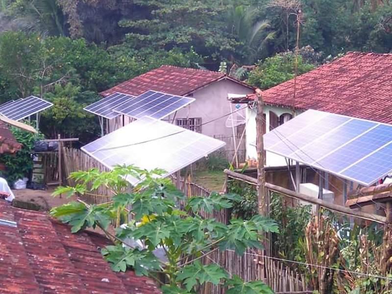 Placas solares em casas no Bonete (Imagem: Arquivo Pessoal/Taxi Bonete)